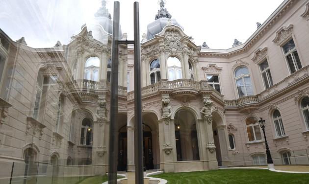 Átadták a felújított Károlyi–Csekonics-palotát