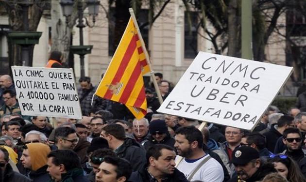 Ismét az Uber ellen tüntettek a madridi taxisok