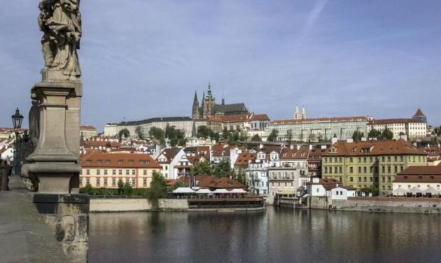 Egy évre lezárnák a cseh határokat, de a nyári kiutazást már szervezik