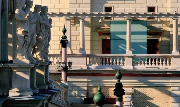 A Várkert Bazárban láthatók az Iparművészeti kiállításai
