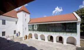 Átadták a felújított szászvári kastélyt