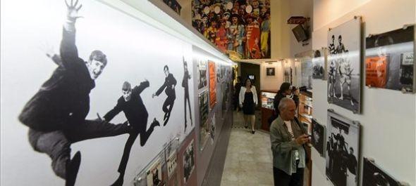 Megnyílt az állandó Beatles-tárlat Egerben