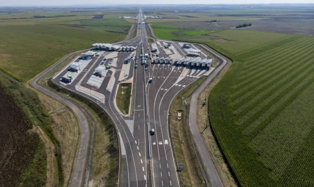 Átadták a nagykereki új autópálya-határátkelőt