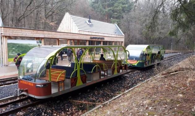 Tesztelték a napelemes erdei vonatokat