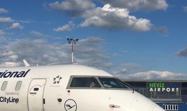Elindult a charterszezon a Hévíz-Balaton repülőtéren