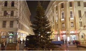 Már épül az adventi vásár a Vörösmarty téren