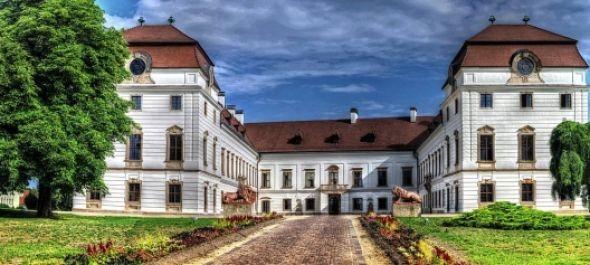 Élményszerű tárlatvezetéssel vár a pápai Esterházy-kastély