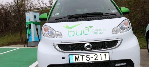 Elektromos autótöltőt adtak át a budapesti repülőtéren