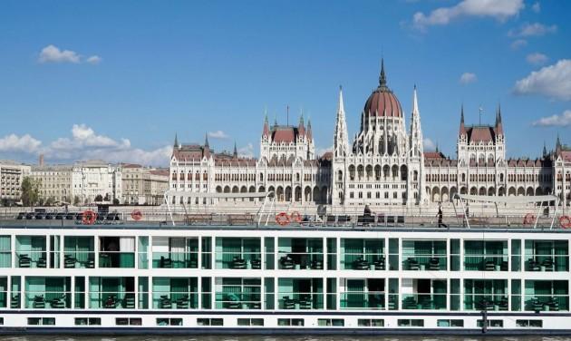 A rajtvonalnál állnak a Budapestet programozó szállodahajók