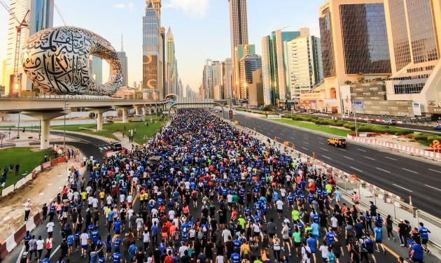 Hetvenezren futottak Dubaj legforgalmasabb főútján