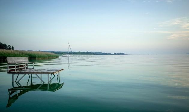 A balatoni turisztikai szezonhoz igazítja kedvezményeit a MÁV