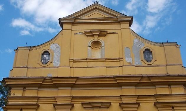 Megújul két szolnoki templom
