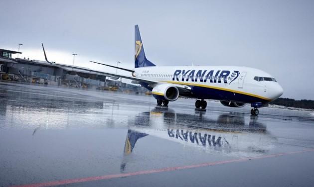 Csaknem 30 százalékkal esett a Ryanair profitja