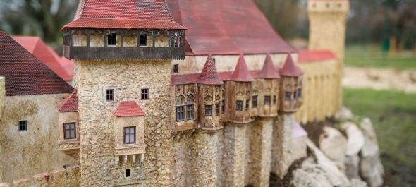 Erdélyi épületekkel bővült a szarvasi Mini Magyarország makettpark