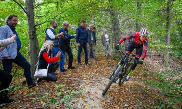 Olimpiai hegyikerékpár-versenypályát adtak át Nagykovácsiban