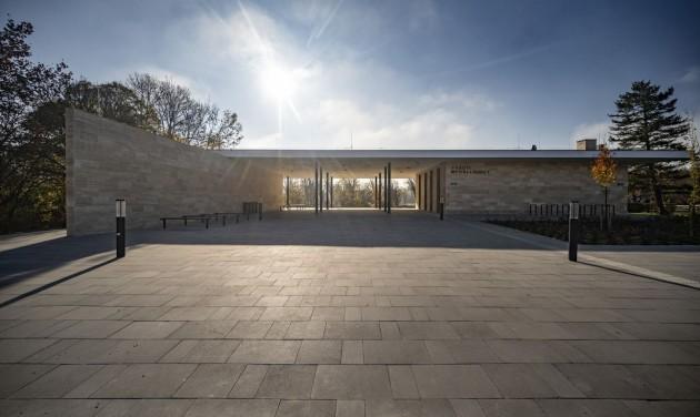 Futurisztikus külsőt kapott Zánkafürdő vasúti megállóhelye