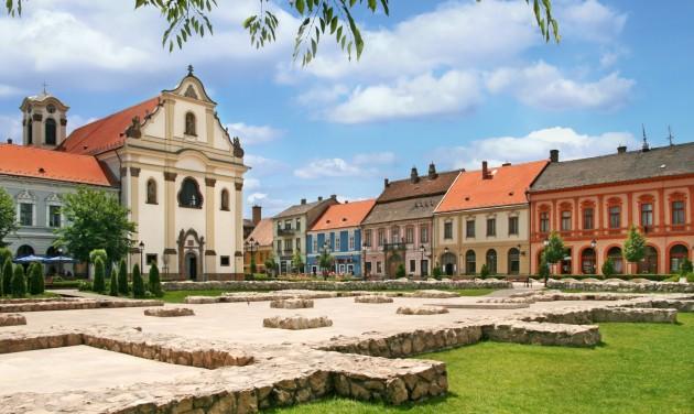 A város, ahol diadalívet kapott Mária Terézia, de a legenda szerint nem mert átmenni alatta