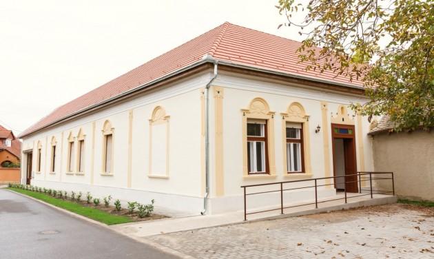 Népviseletesbaba-kiállítás nyílt Nemesnádudvaron