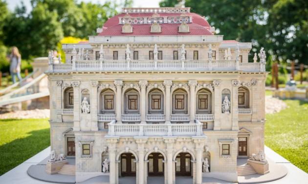 Új épületekkel bővül a szarvasi Mini Magyarország Makettpark