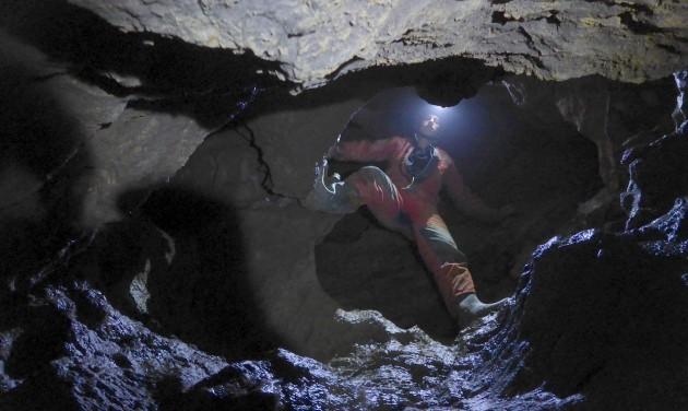 100 méter mély barlangot tártak fel a Pilisben