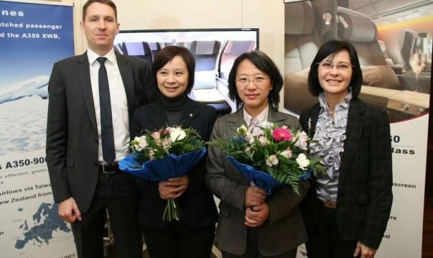Megérkezett a China Airlines Airbus 350-900XWB Bécsbe
