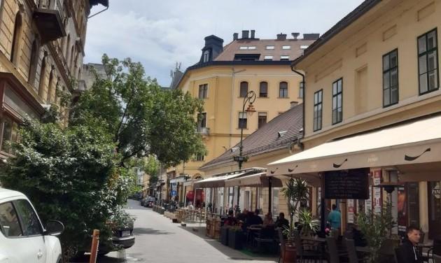 Az üzletek fele zárva maradt a budapesti bevásárlóutcákban