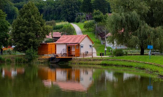 Átadták a Zala megyei Kistolmács megújult erdei és horgászlakát