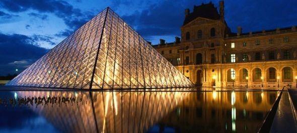 Átalakul a Louvre üvegpiramisa alatti fogadótér