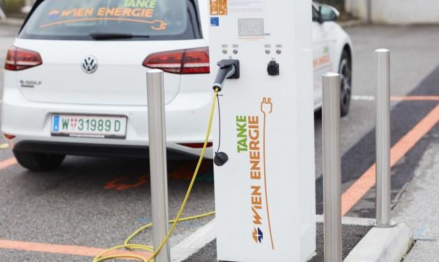 Ingyen tankolhatnak az e-autók Bécsben