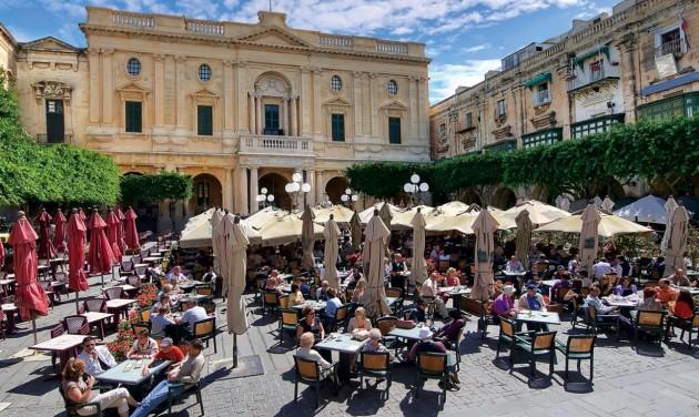 Turisztikai munkavállalóból Covid-19 kontaktkutató Máltán