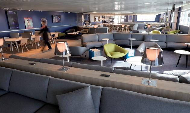 Franciásan sikkes lett a párizsi repülőtér felújított várója