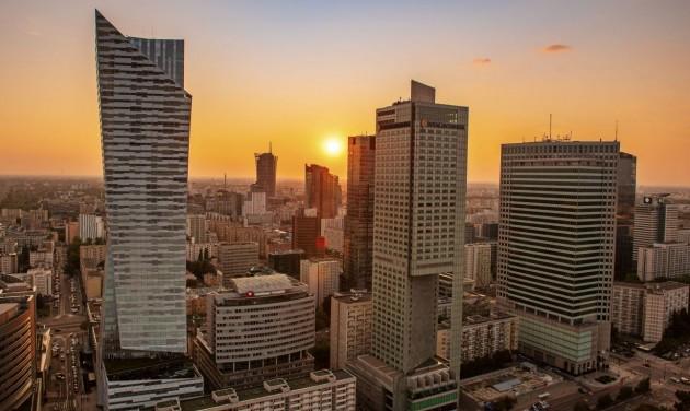 Nyithatnak a szállodák, színházak és uszodák Lengyelországban