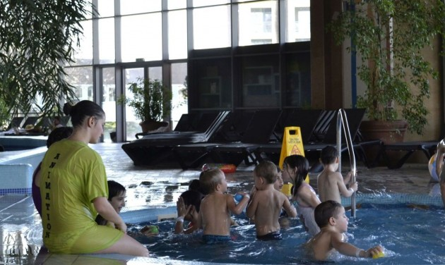 Család nélkül felnövő gyermekeket támogatnak hazai szállodák