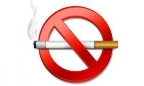 Szerdától tilos Romániában zárt közterületeken dohányozni