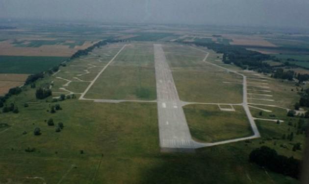 Kanadaiak vennék meg a Paks közeli egykori katonai repülőteret