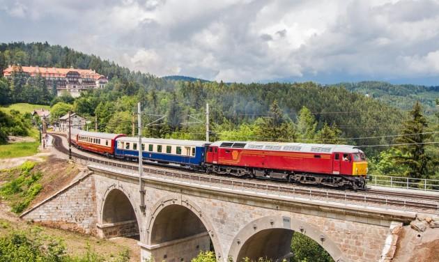 Luxusvonat indul Zágrábba és a Plitvicei-tavakhoz