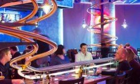 Hullámvasúton érkezik az étel Bécs legújabb éttermében