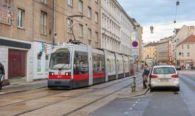 LED-sáv figyelmezteti az autósokat a villamosra Bécsben