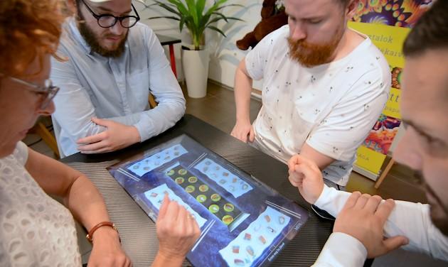 Pályázzon a digitális party játékasztalra!