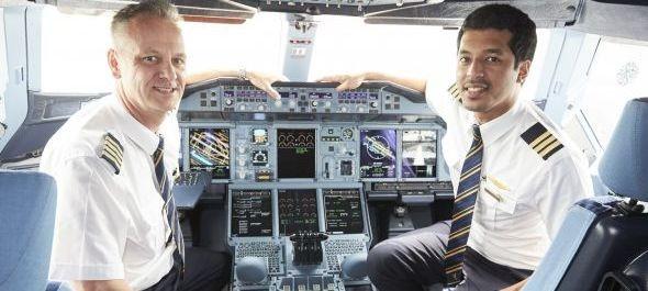 Nézzen körbe a világ legnagyobb utasszállítójának pilótafülkéjében!