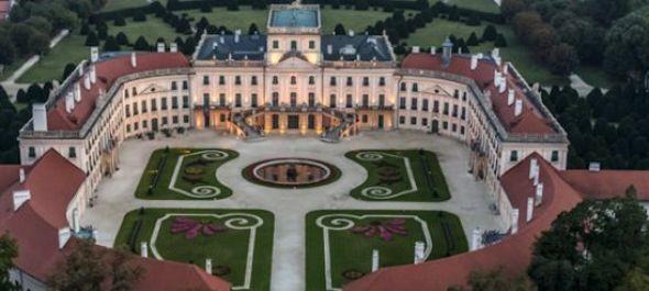 Magyarország legnagyobb rózsakertje nyílik Fertődön