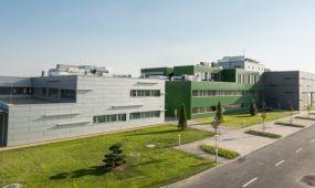 Egyedülálló repülés-élettani kutató- és pilótaképző központot avattak Debrecenben