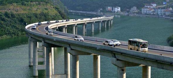 Turistalátványosság lehet Kína első zöld autópályája
