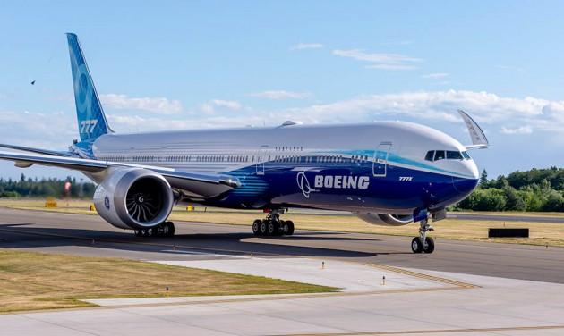 Elhalasztja a 777X premierjét a Boeing
