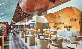 Élménykávézó, egészségsarok és pezsgő lounge a dubaji reptér business várójában