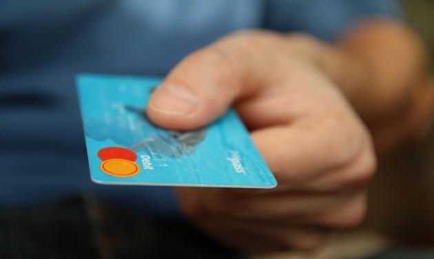 Egyre többször fizetünk kártyával, már a neten is