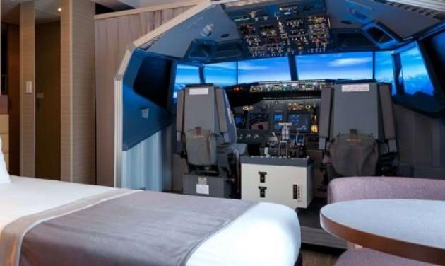 Pilótafülke a hotelszobában