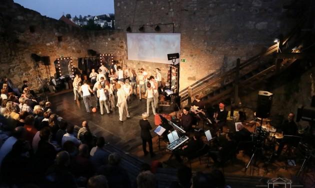 Megújításra szorulnak a szabadtéri színházak
