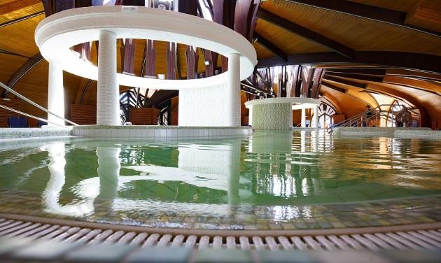 Ötcsillagos fürdőfejlesztés Zalakaroson