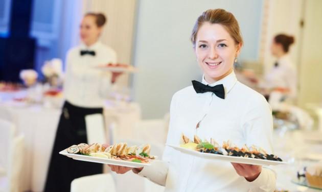 A növekvő bérek ellenére is munkaerőhiány van a szállodaiparban
